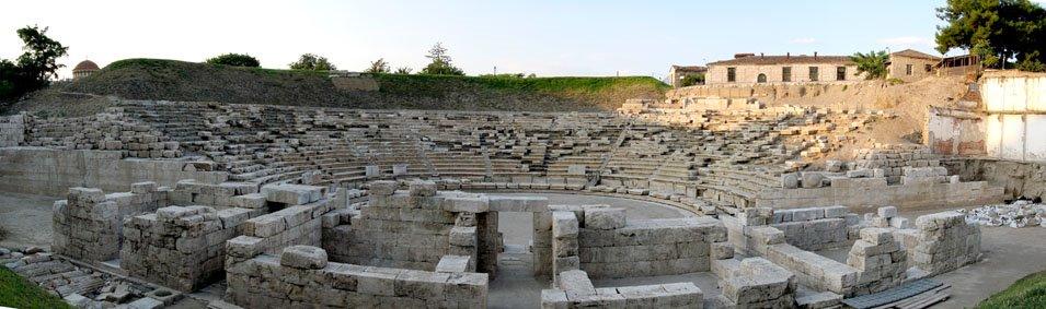 •Αρχαίο θέατρο Α΄ Λάρισας