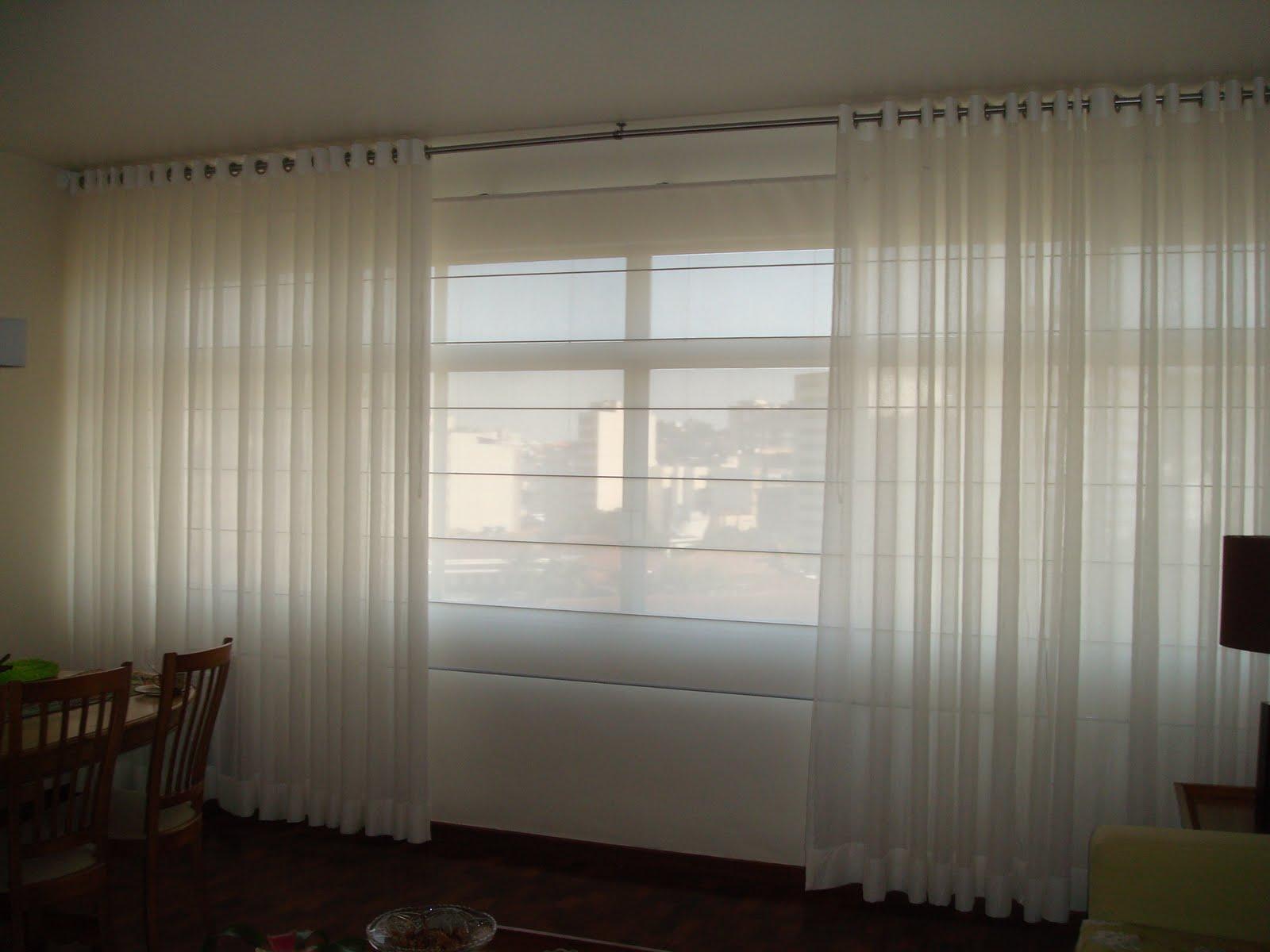 Yeda Moura Cortina romana de tela solar (trilho suisso), na frente cortina d