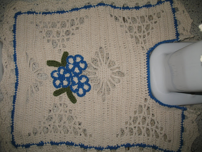 """Jogo de Banheiro feito em Crochê... (""""Tapete de Vaso"""")..."""