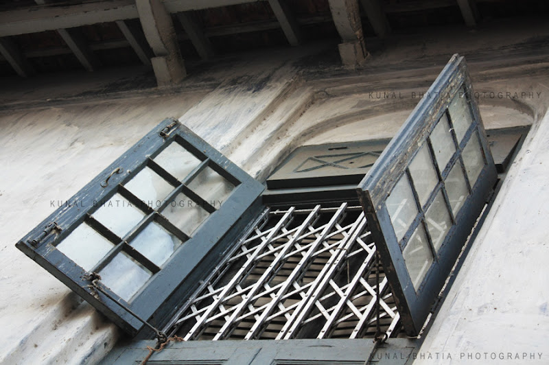 vernacular architecture window in khotachi wadi in mumbai by kunal bhatia