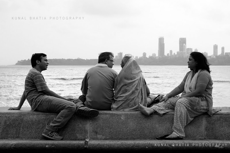 family at marine drive recreation outdoor street photo in mumbau by kunal bhatia photo blog
