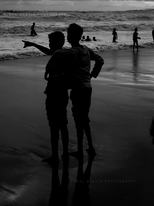 children friends buddies at juhu beach in mumbai by kunal bhatia photo blog