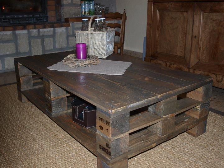 Dominique gilles eb niste tables et chevets - Table avec des palettes en bois ...