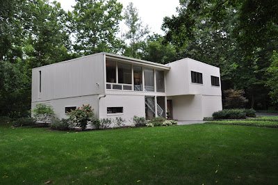Mid century modern homes for sale real estate mid for Unique modern houses for sale