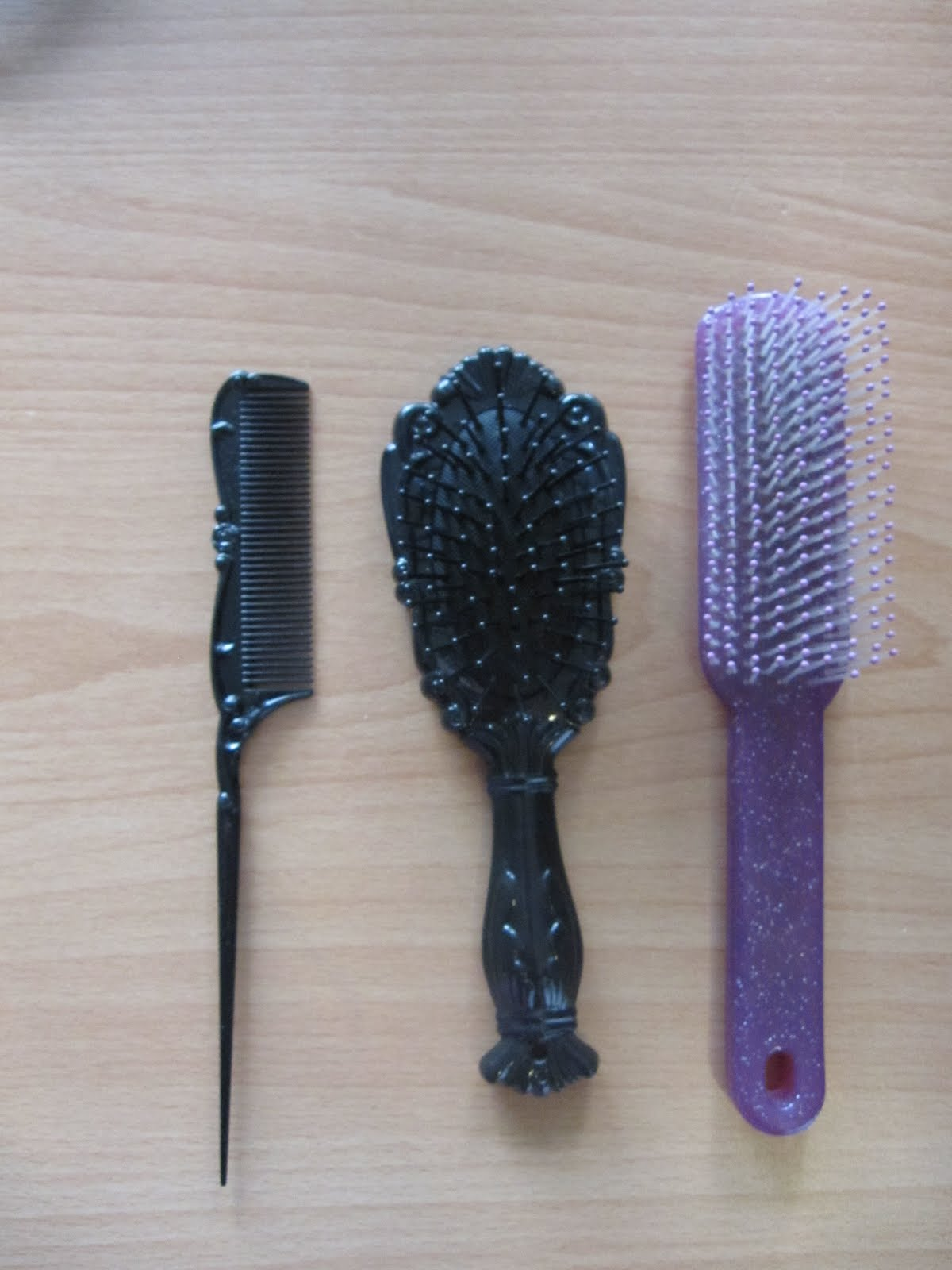 how to clean hair from hair brush
