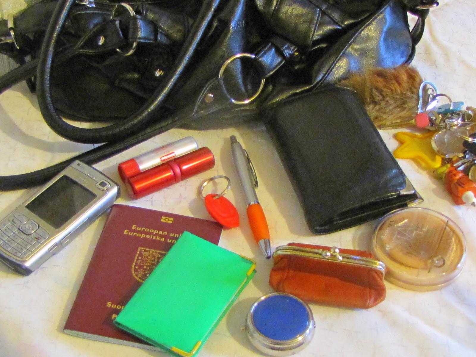 Mitä Naisen Käsilaukku Sisältää : Seijastiinan mietteit? mit? k?silaukku sis?lt??