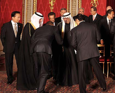 Obama Performs Another Botched Bow; Proving He Is Just A Servant For The Elite obama bow