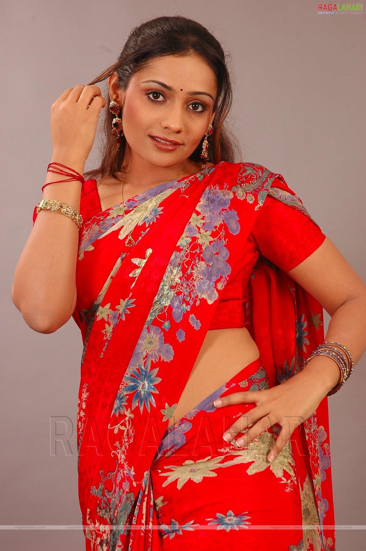 Tags : Meera Vasudev Sexy Side view In Saree, Meera Vasudev sexy saree ...