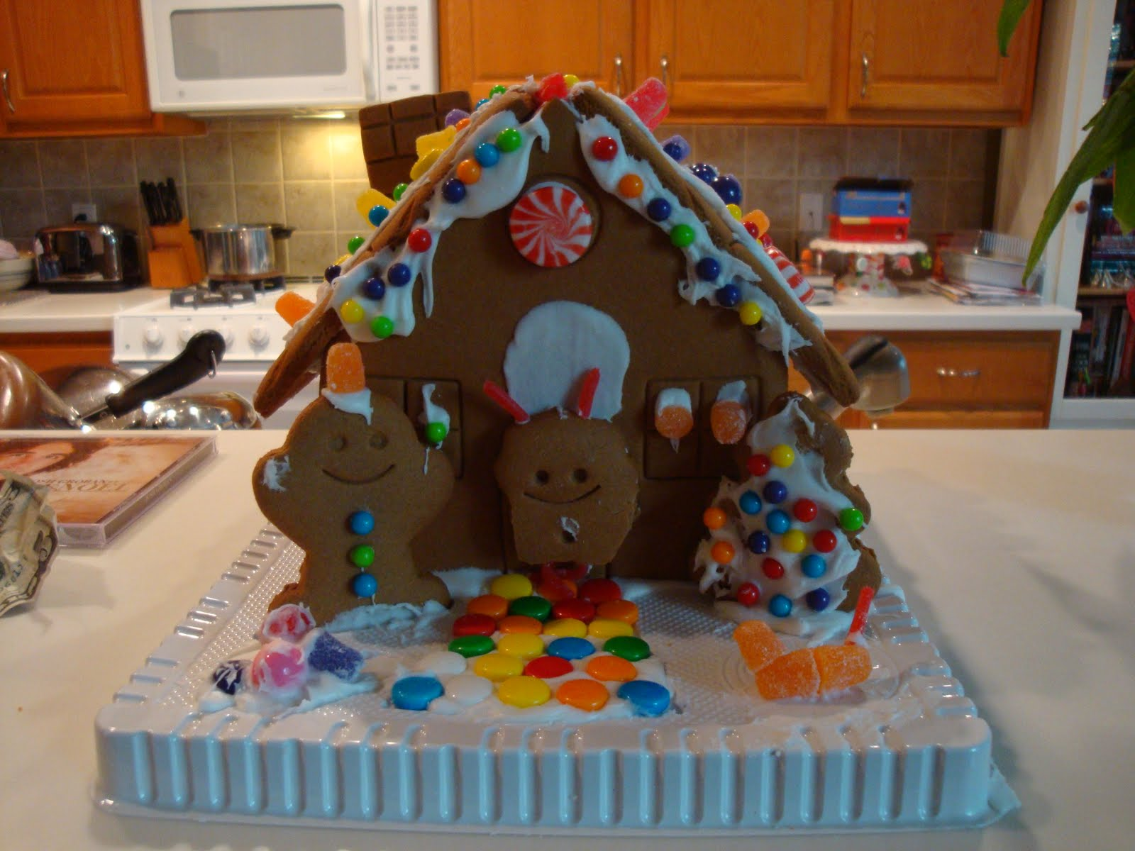 penguinster the official gingerbread house decorating