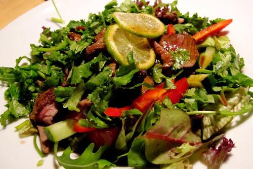 Thaise salade Yam Nua van Yannah
