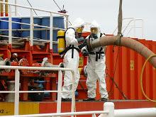 Uso de equipamento de proteção respiratória em descarga de produto contendo benzeno.