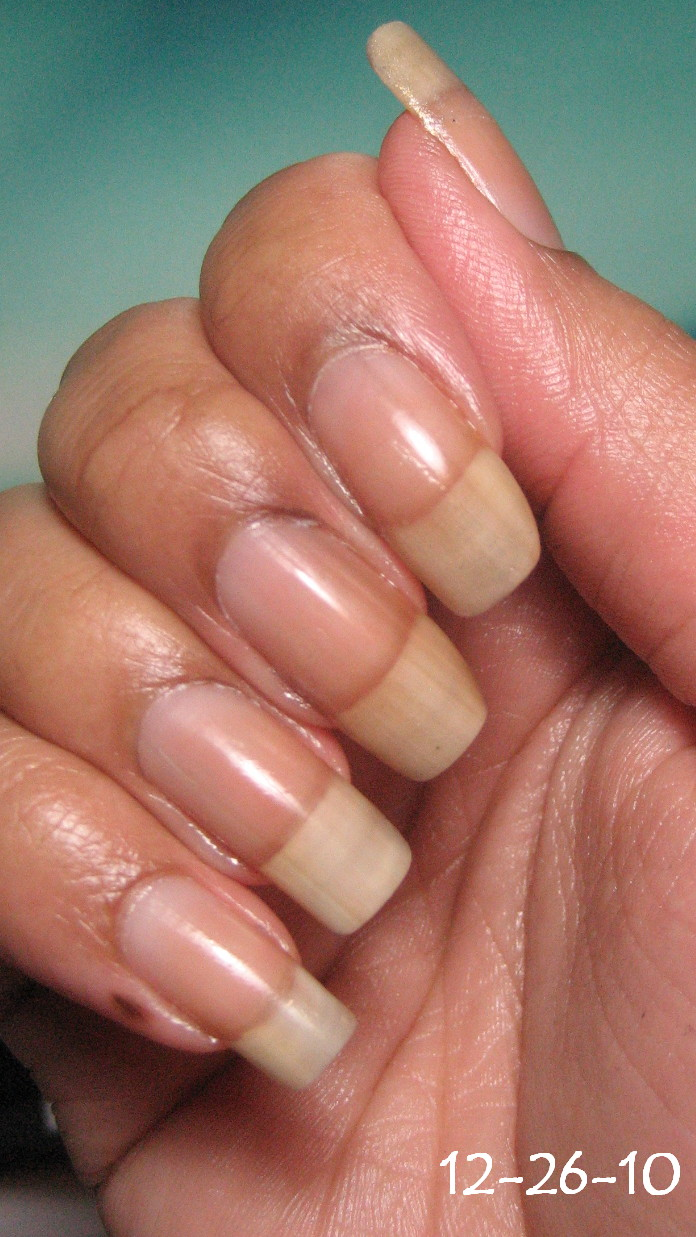 My Simple Little Pleasures: Naked Nails 12-26-10