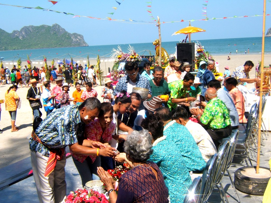 ... : SONGKRAN Festival At Ao Manao