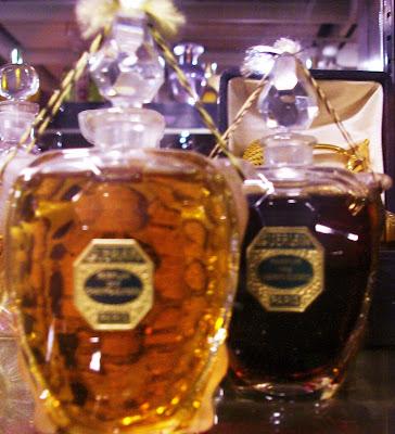 http://4.bp.blogspot.com/_YKp4YVTvPLw/SMvGKFFSBgI/AAAAAAAAAWQ/LKD-265tq8w/s400/Parfum+des+Champs+Elysee+de+Guerlain,+flacons+tortue.JPG