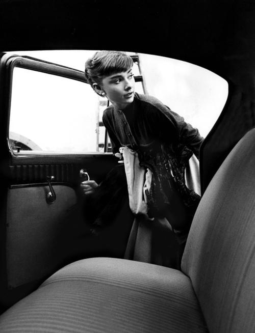 [Audrey-Hepburn-2]
