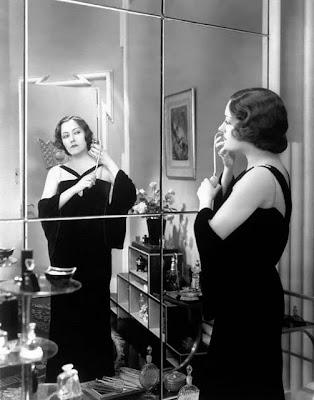 Gloria Swanson en la galería 'Actrices frente al espejo' de elhombreperplejo.com
