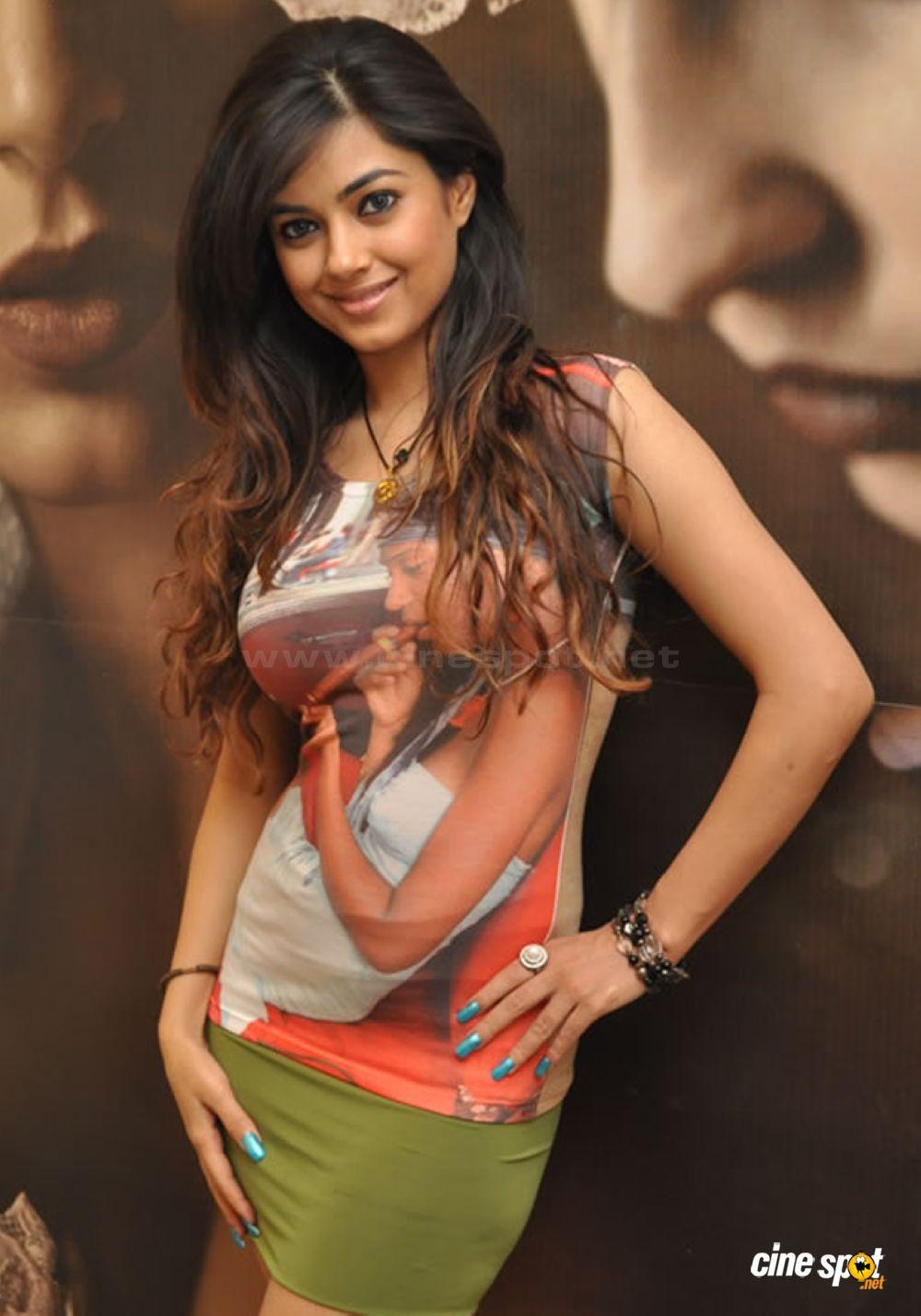 Hot Actress Crazy Meera Chopra