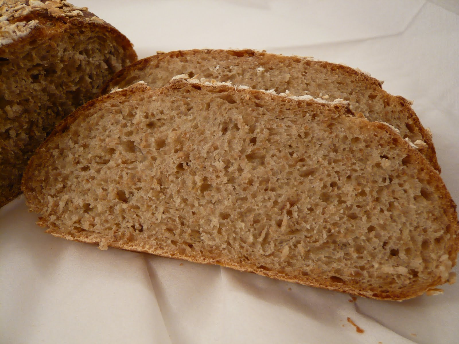 Cake, Crumbs and Cooking: Light wholemeal oat bread