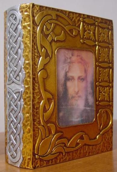 La Sagrada Biblia en Dorado