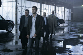 FRINGE: L-R: Walter (John Noble), Peter (Joshua Jackson), Olivia (Anna Torv) and Broyles (Lance Reddick) enter a governement warehouse to examine a mysterious cylinder found among the debris of a construction site explosion in the FRINGE episode The Arrival airing Tuesday, Sept. 30 (9:00-10:00 PM ET/PT) on FOX. ©2008 Fox Broadcasting Co. Cr: Craig Blankenhorn/FOX