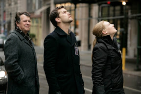 FRINGE: Olivia (Anna Torv, R), Peter (Joshua Jackson, C) and Walter (John Noble, R) arrive at a disturbing crime scene in the FRINGE episode 'Bad Dreams' airing Tuesday, April 21 (9:01-10:00 PM ET/PT) on FOX. ©2009 Fox Broadcasting Co. Cr: Craig Blankenhorn/FOX