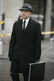 FRINGE: The Observer (Michael Cerveris) is spotted near a disturbing crime scene in the FRINGE episode 'Bad Dreams' airing Tuesday, April 21 (9:01-10:00 PM ET/PT) on FOX. ©2009 Fox Broadcasting Co. Cr: Craig Blankenhorn/FOX