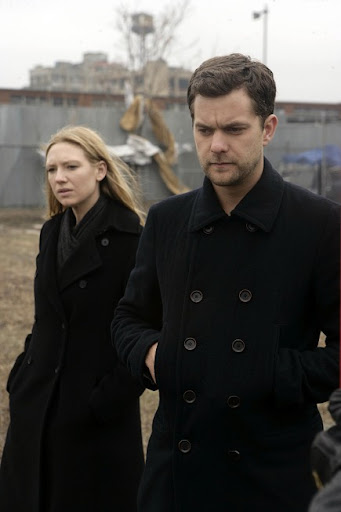 FRINGE: Peter (Joshua Jackson, R) and Olivia (Anna Torv, L) search for clues while tracking a killer in the FRINGE episode 'Midnight' airing Tuesday, April 28 (9:01-10:00 PM ET/PT) on FOX. ©2009 Fox Broadcasting Co. Cr: Craig Blankenhorn/FOX
