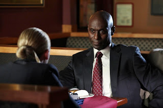 FRINGE: Broyles (Lance Reddick, R) briefs Olivia (Anna Torv, L) in the FRINGE episode 'Momentum Deferred' airing Thursday, Oct. 8 (9:00-10:00 PM ET/PT) on FOX. ©2009 Fox Broadcasting Co. CR: Liane Hentscher/FOX