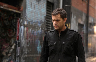 FRINGE: Peter (Joshua Jackson) follows a lead in the FRINGE episode 'Momentum Deferred' airing Thursday, Oct. 8 (9:00-10:00 PM ET/PT) on FOX. ©2009 Fox Broadcasting Co. CR: Liane Hentscher/FOX