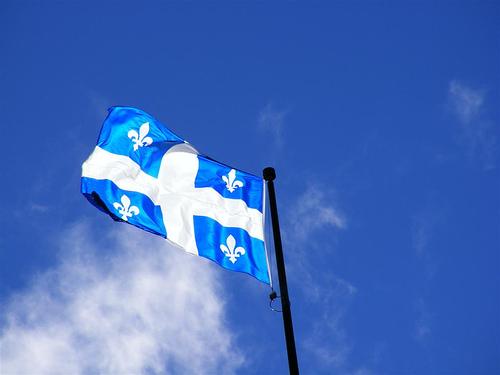 Les Drapeaux......... - Page 2 Quebec+flag