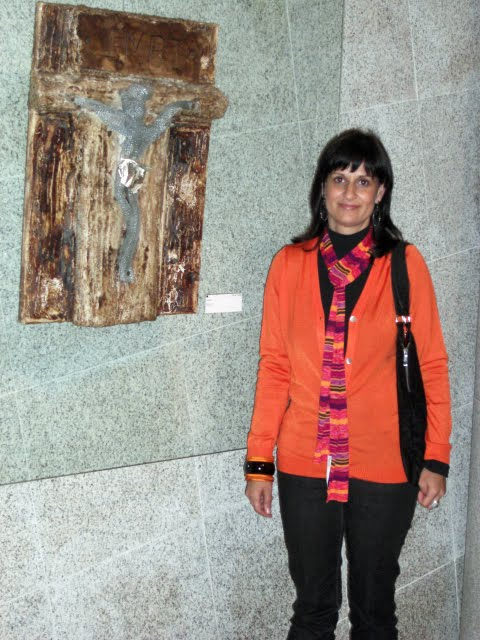 Carla with the work 'Cristo'