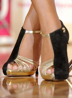 SOLANGE KNOWLES – SANDALES MOSCHINO