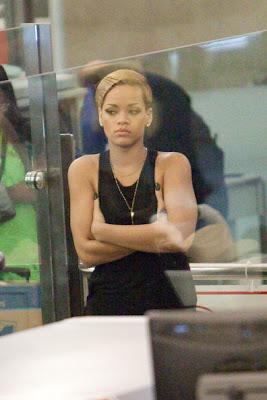 Fashion No No: Rihanna à l'aéroport