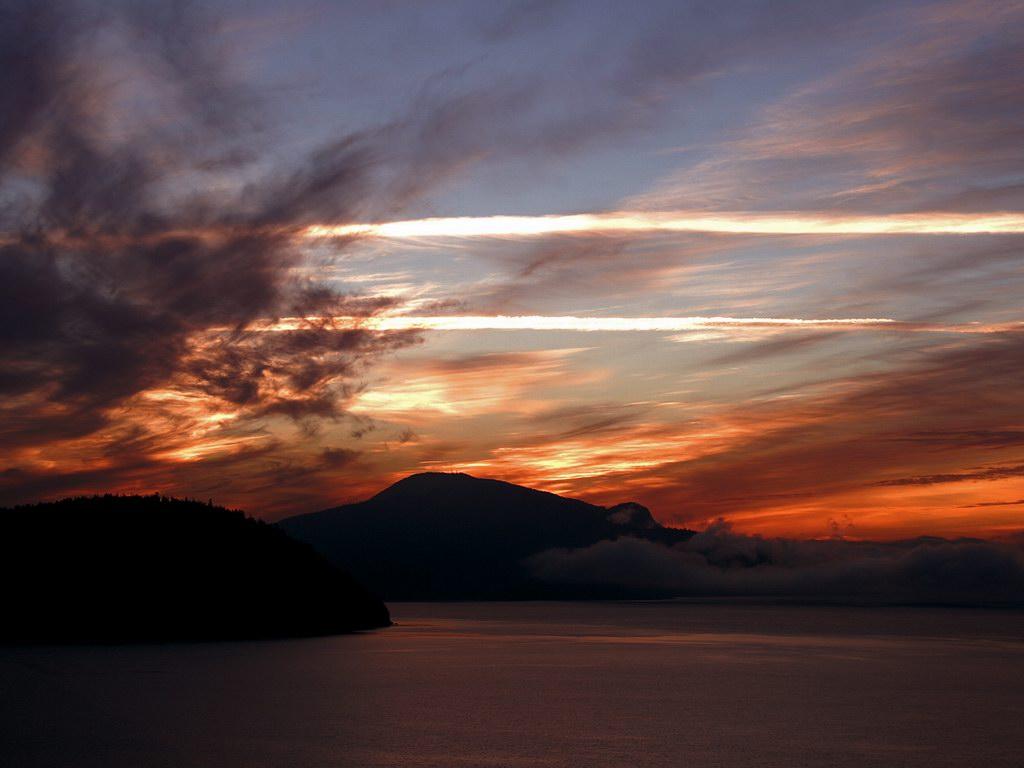 http://4.bp.blogspot.com/_YSM3j87l5Sk/TCSG-Io5IGI/AAAAAAAAHg0/njU0vulBKRs/s1600/sunset_through_clouds.jpg