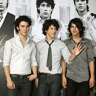 Jonas Brothers - Critical