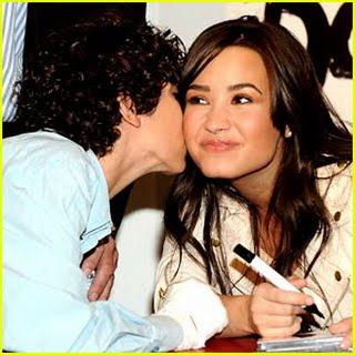Demi Lovato - Kiss Me