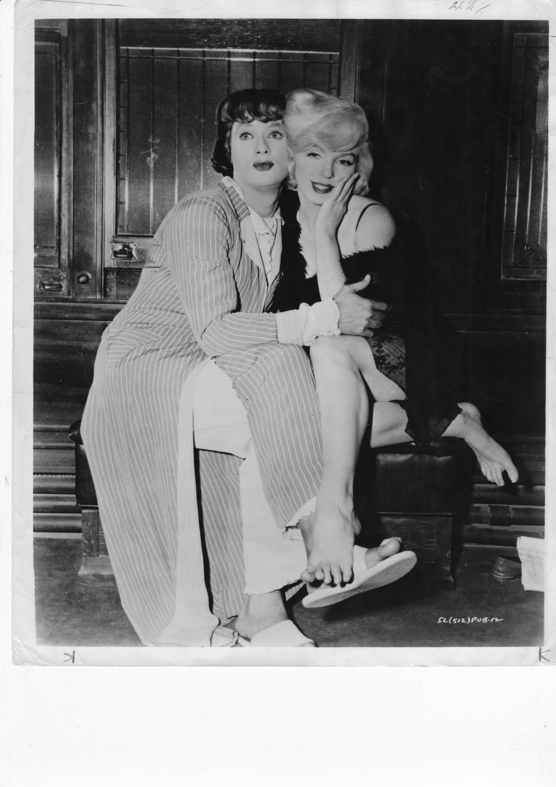 some like it hot movie refection Various estimates have put the cost of making some like it hot at anywhere from $28 to 35 million recent figures say the film has earned about $25 million in domestic rentals alone.