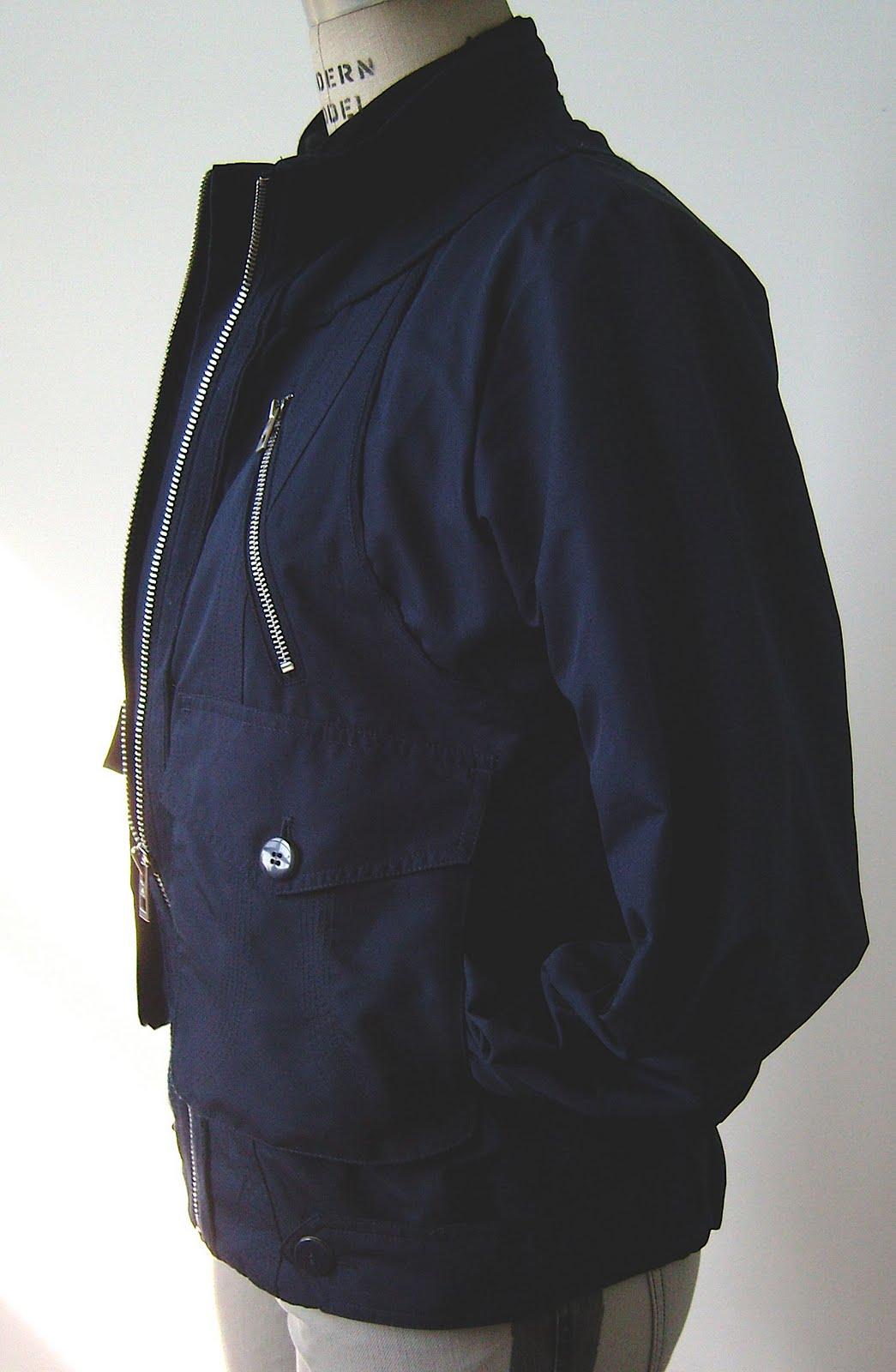 http://4.bp.blogspot.com/_YUGmLz19Zn8/S8Je8vHlA7I/AAAAAAAAAa4/OroZ-5gFVto/s1600/adidas-stella-mccartney-jacket-back.jpg