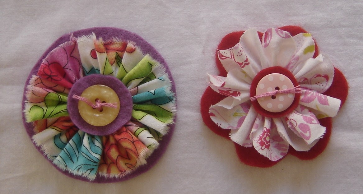 ilovestitches: How to make a fabric flower/brooch Tutorial