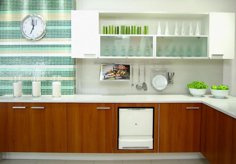 cozinha en mdf branco com as portas em mdf natura