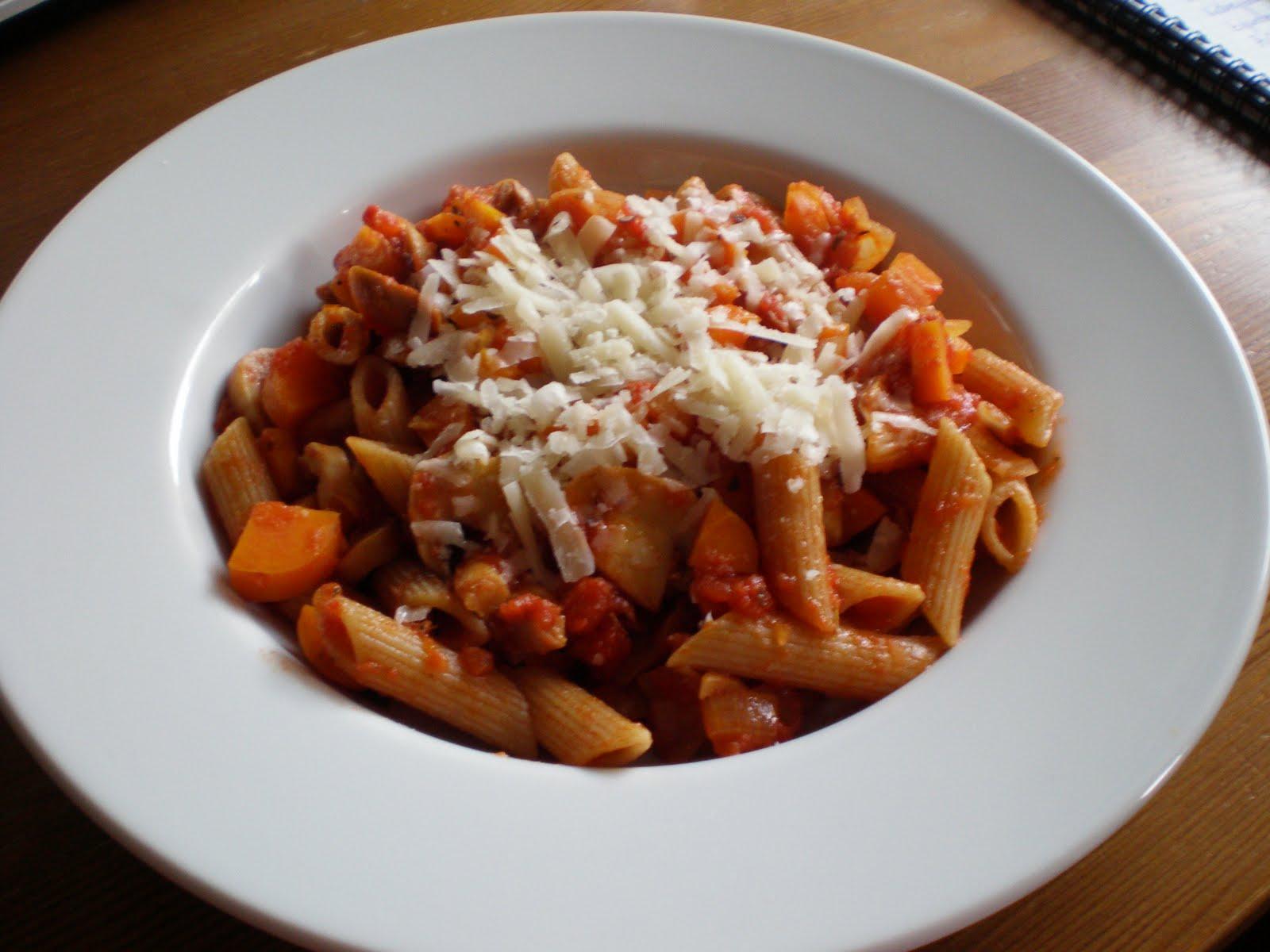 pasta mit tomaten karotten champignon sauce und parmesan leicht lecker. Black Bedroom Furniture Sets. Home Design Ideas