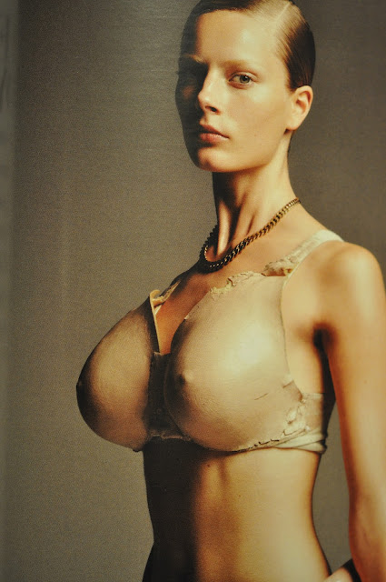 extremt stora bröst