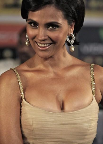 Lara Dutta Wardrobe Malfunction Pictures Published on Internet