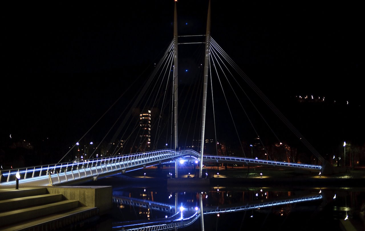 The ypsilon bridge by night