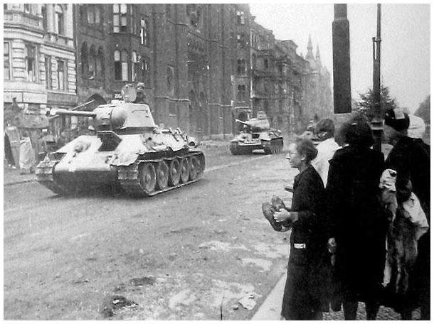 german women berlin 1945 red army tanks