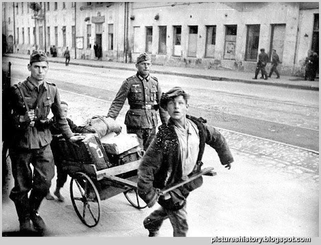 Život u Rusiji nekada davno - Page 2 Life-in-russia-under-german-occupation-ww2-second-world-war-022