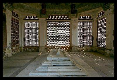 Tomb of Imam Zamin - Delhi