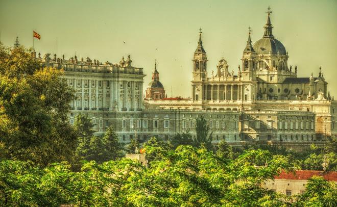 PALACIO DE ORIENTE Y CATEDRAL DE LA ALMUDENA