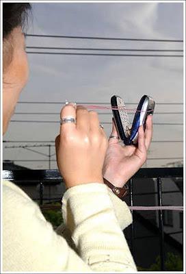 http://4.bp.blogspot.com/_Ya3fG6SpTeo/Sn1Ip9xZR1I/AAAAAAAAHKc/tuXbdsQ0_m8/s400/cell_phone_usage_06.jpg