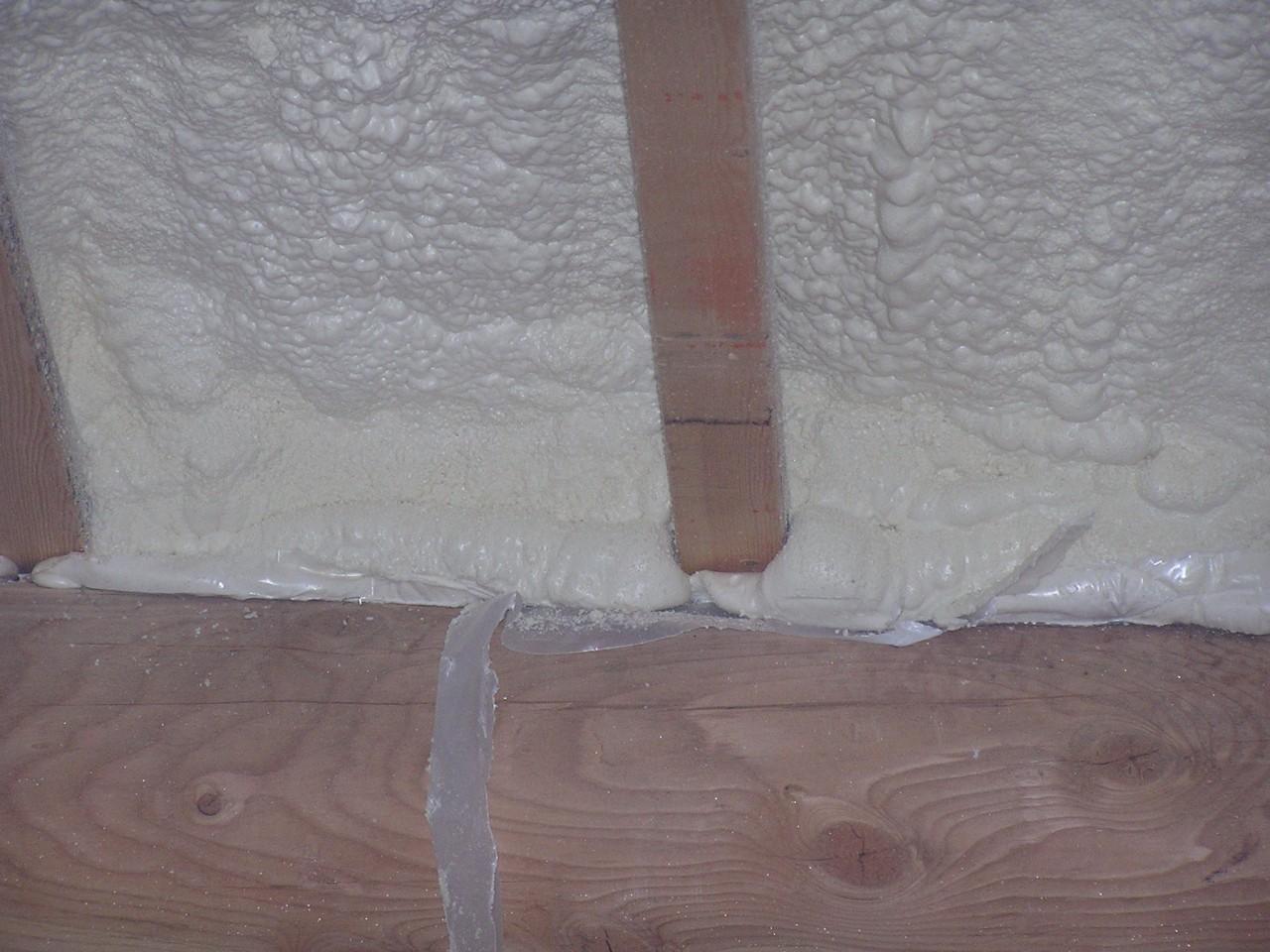 http://4.bp.blogspot.com/_YbH39bWalrQ/TUYF29wMoRI/AAAAAAAAAjM/KGk9-v3cjI4/s1600/Foam.roof.meets.wall.jpg